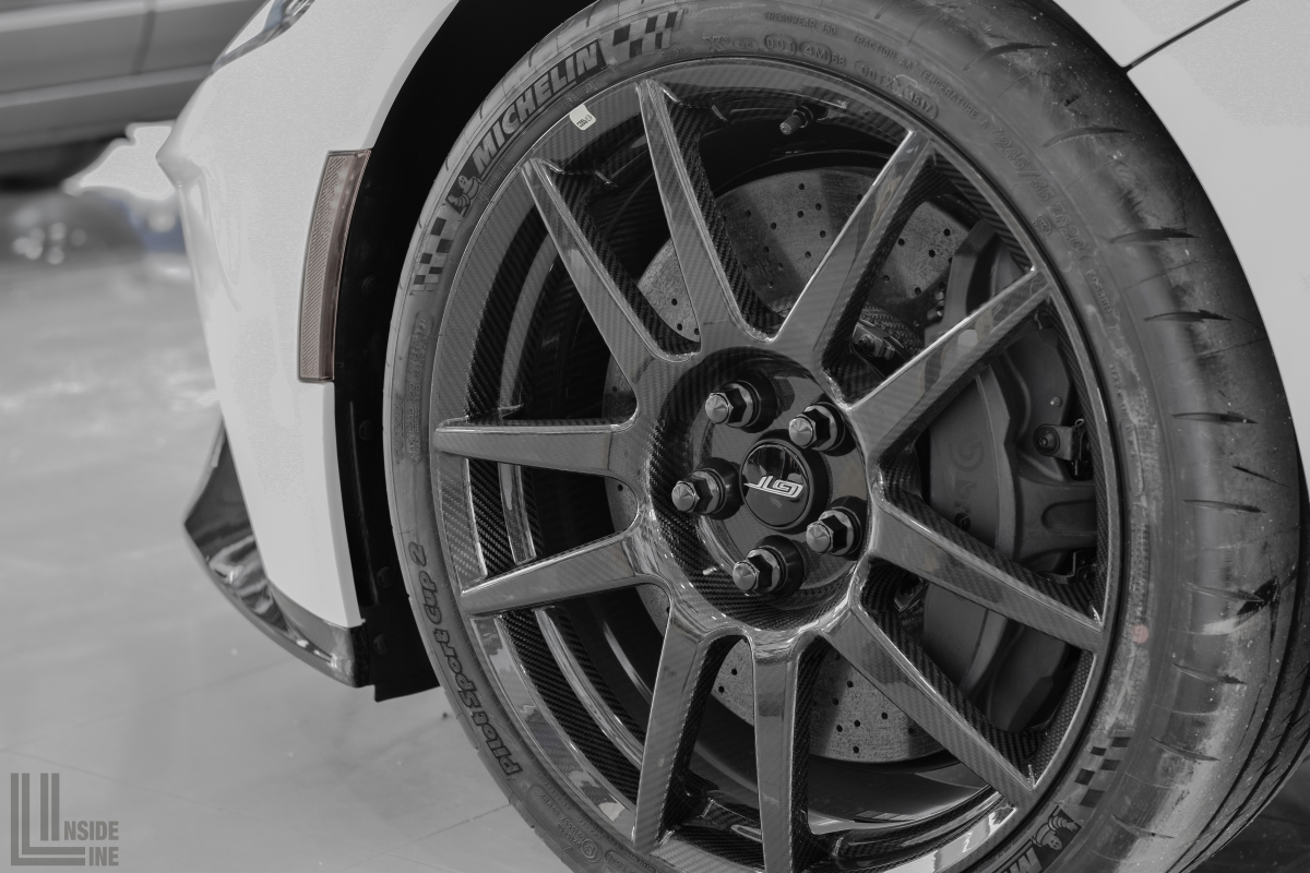Ford Gt Carbon Fiber Wheels Brembo Calipers And Carbon Ceramic Discs