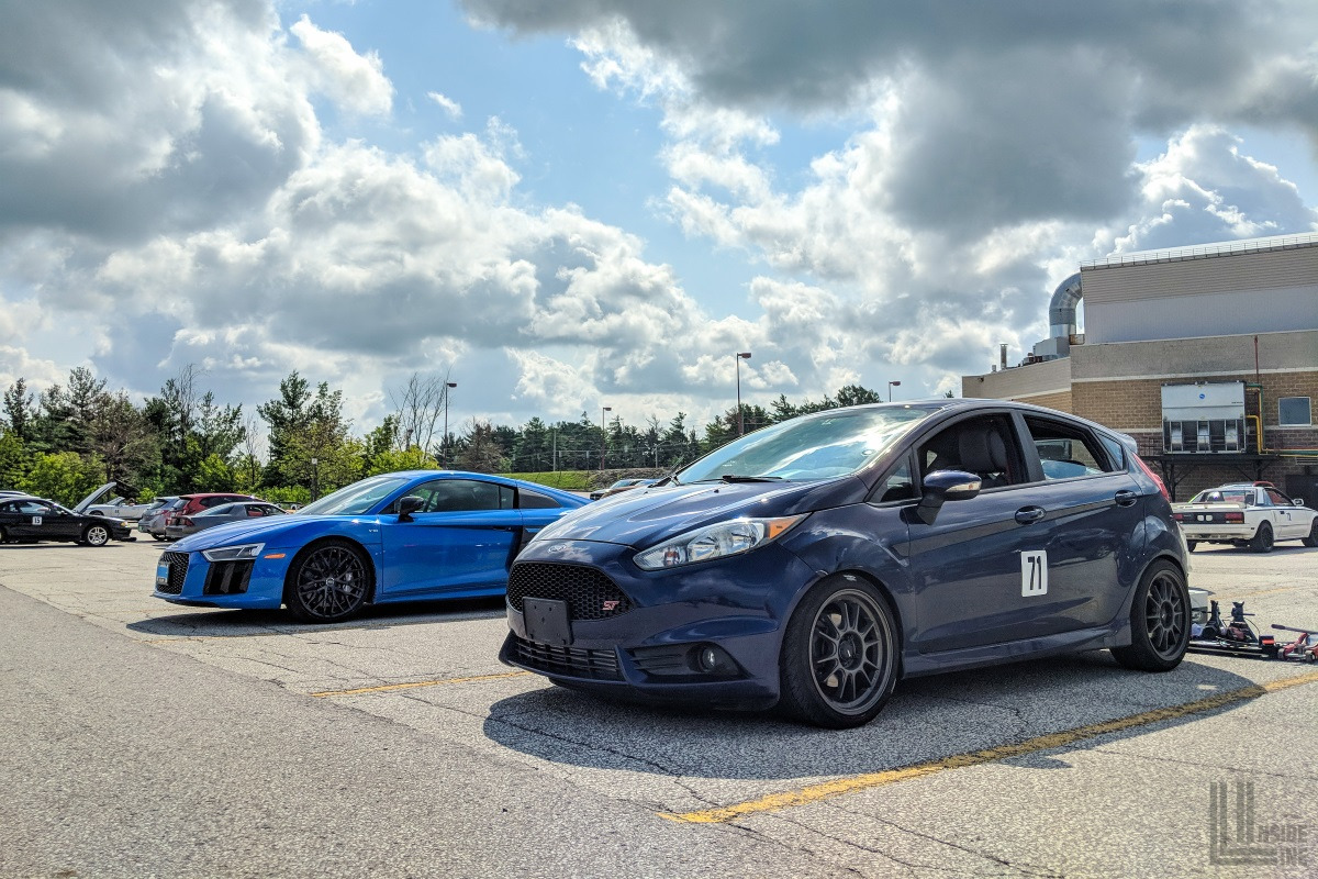 Ford Fiesta ST next to an Audi R8 V10. Tough competition at autocross!